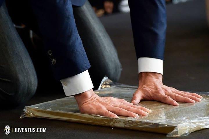"""""""Eu queria abraçar-vos a todos, com estas mãos"""". Um texto emocionante de Buffon!"""