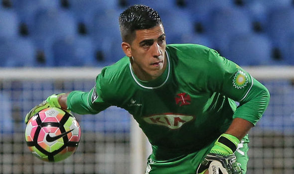 A defesa incrível de Joel Pereira vs Sporting (video)