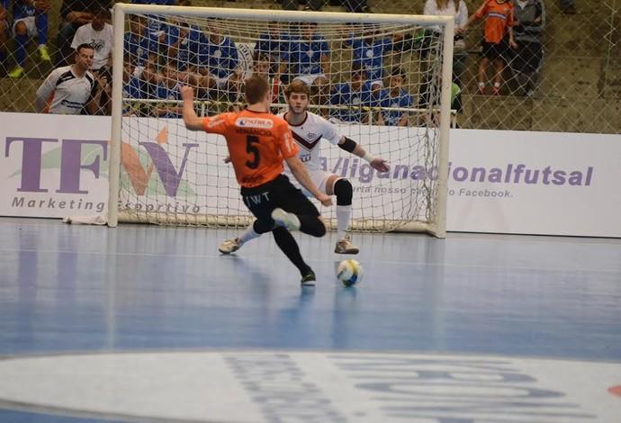 Artigo: Como abordar os livres de 10 metros em Futsal?