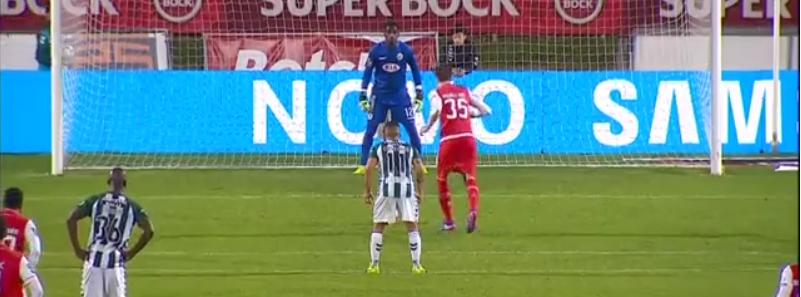 Aos 87 Bruno Varela defende penalty, aos 90 o Vitória FC empata (video)