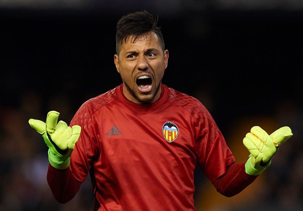 Diego Alves volta a defender um penalty. Um recordista…