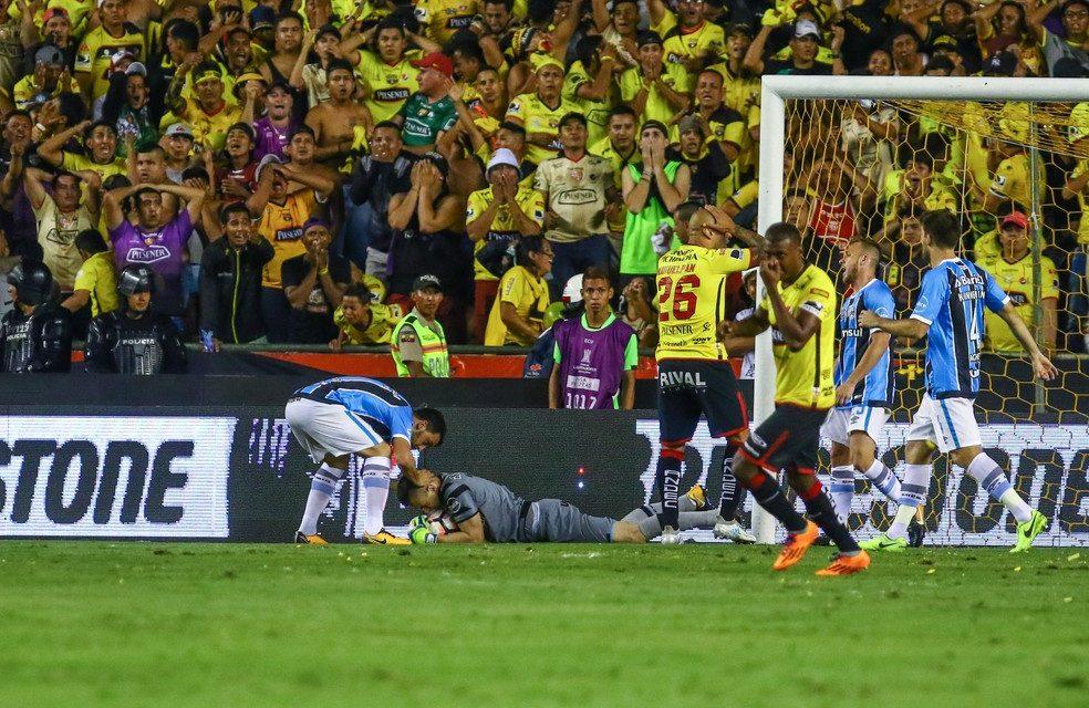 Será a defesa do ano?! Grohe pode ter garantido a ida à final da Libertadores! (video)