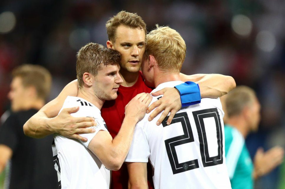 """Por acaso, tínhamos saudades do """"paizão"""" Neuer nas acções fora da área. Um regalo… (video)"""