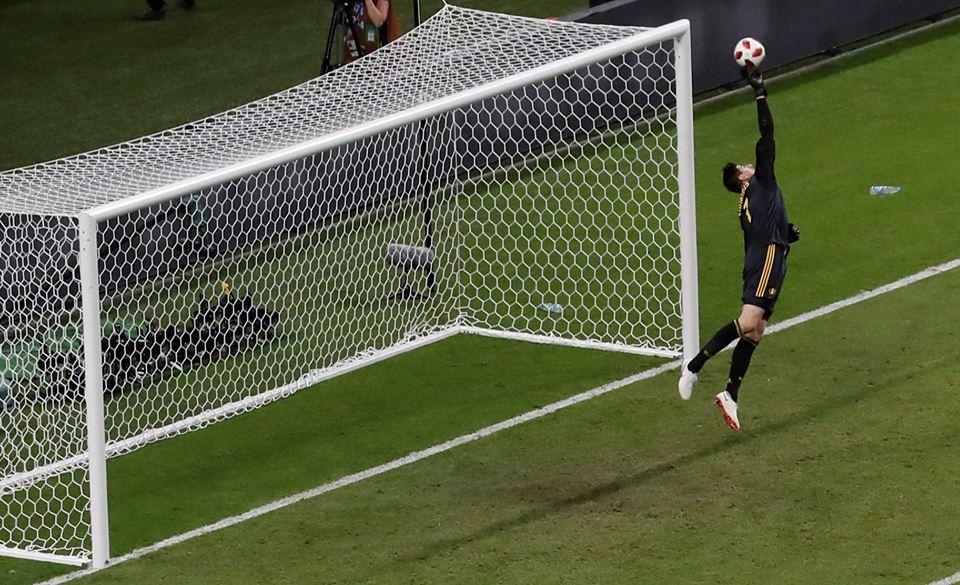 """O gigante Thibaut Courtois a travar o Brasil do """"Hexa"""" e levar a Bélgica em frente! (video)"""