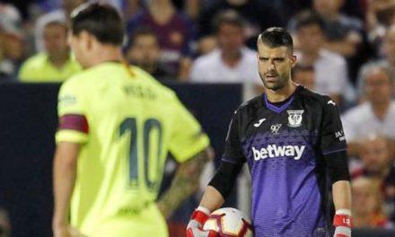 Cuellar e uma dupla defesa… apenas usando uma mão, para parar o Barcelona! (VIDEO)