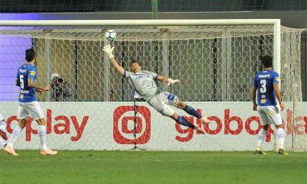 Fábio, a lenda viva do Cruzeiro, e uma defesa incrível… no seu 800º (!) jogo no clube… (VIDEO)