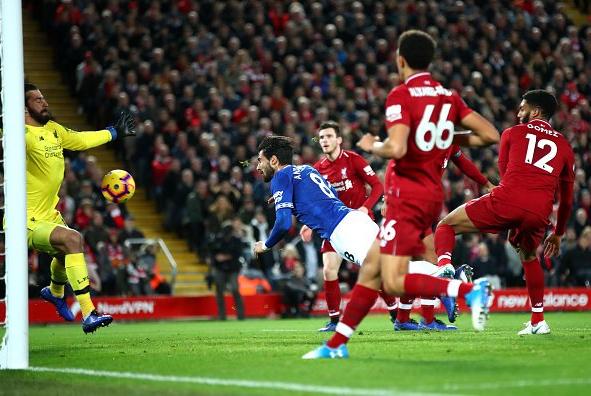 A incrível defesa de Alisson no derby de Merseyside! (VIDEO)