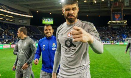 A defesa de Fabiano que mereceu o aplauso de Iker Casillas! (VIDEO)