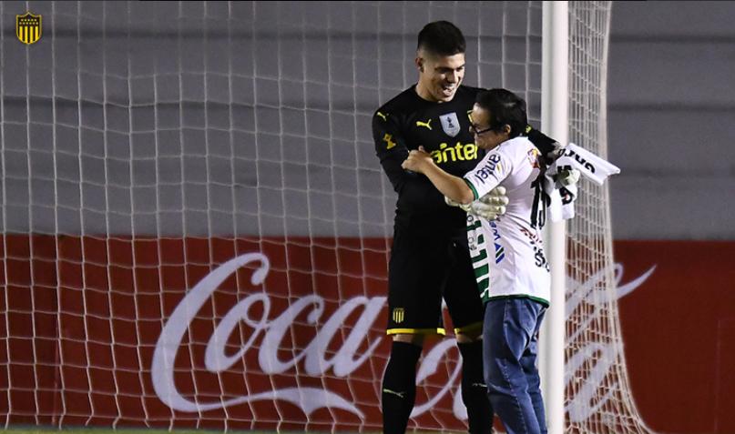 A humanidade a partir do guardião e o futebol que vai além do campo… que gesto! (VIDEO)