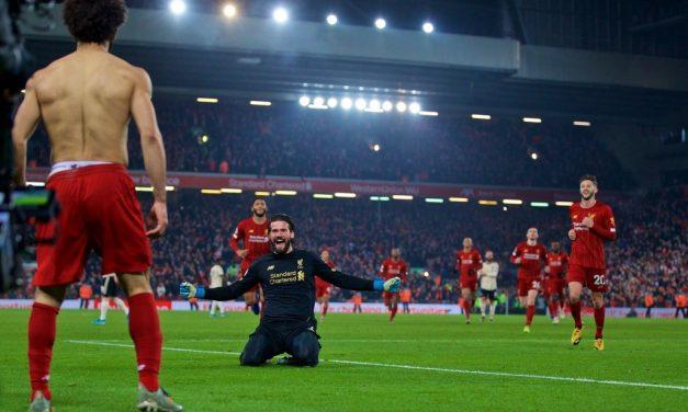 Alisson defende… e também sabe assistir. Um volley a assistir Salah! (VIDEO)