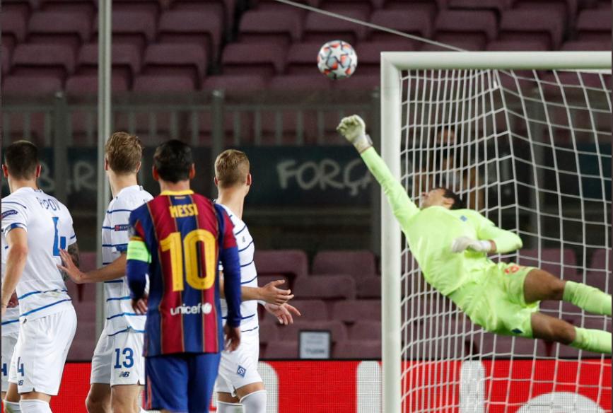 Neshcheret, 18 anos de idade, teve a oportunidade graças ao covid em Camp Nou… e defendeu (quase) tudo! (VIDEO)
