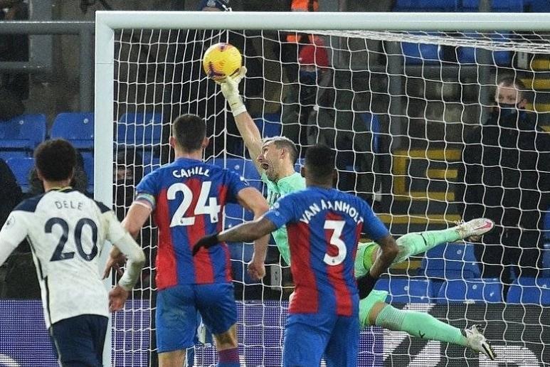 A incrível defesa de Guaita aos 92′, no limite dos limites, para frustrar o Tottenham de Mourinho (VIDEO)