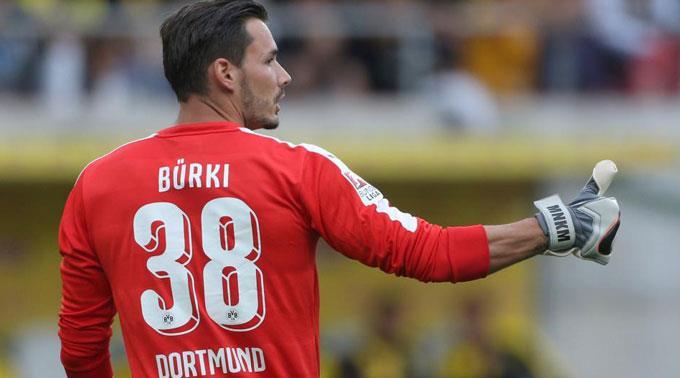 Burki lidera uma defesa intocável no Dortmund!