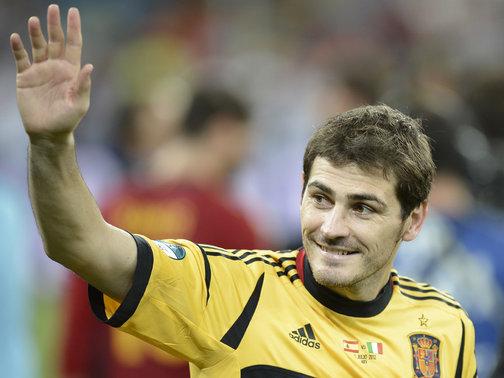 Federação espanhola quer homenagear Casillas