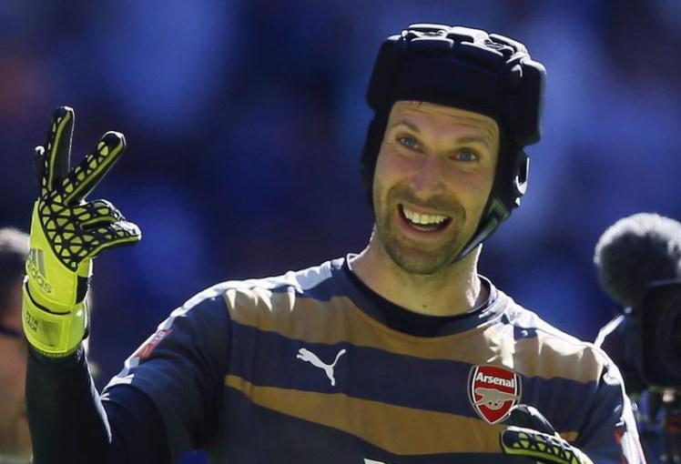 Petr Cech vence prémio em Inglaterra e bate recorde!
