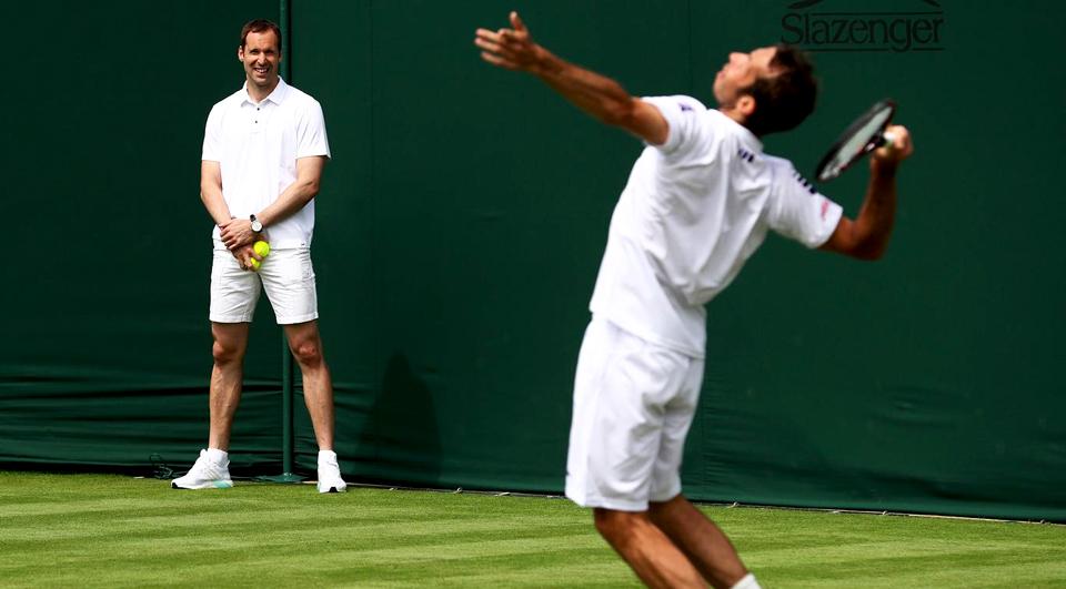 Petr Cech virou apanha bolas… no ténis!