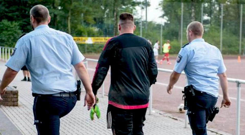 Sofreu mais de 40 golos num jogo… e acabou detido pela polícia!
