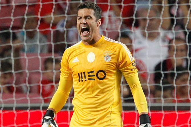 Julio César embala o Benfica para a vitória (video)