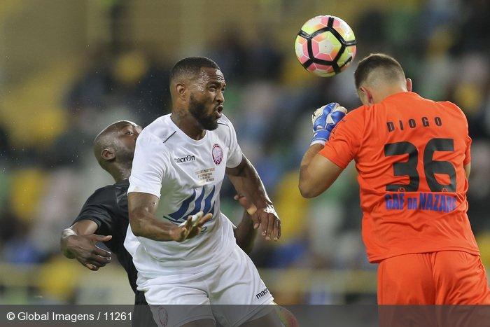 A dupla defesa incrível de Diogo Almeida vs Porto (video)