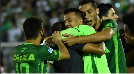 Danilo leva Chapecoense a final da Sul-Americana no último instante (video)