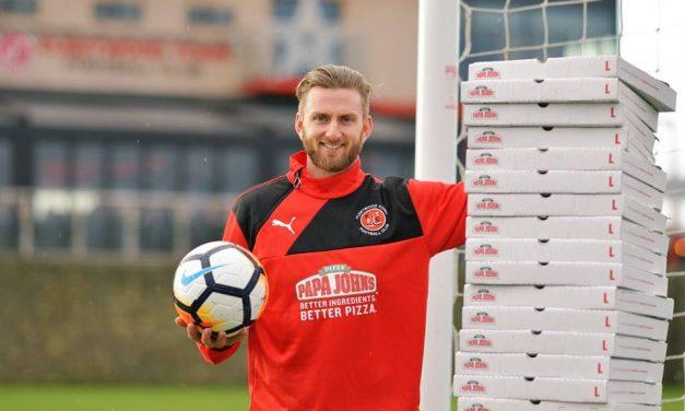 Um ano inteiro de pizzas grátis para o guardião do Fleetwood Town!