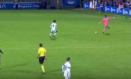 Alívio… ou remate?! O guardião Juan Carlos marca golaço antes do meio-campo! (video)