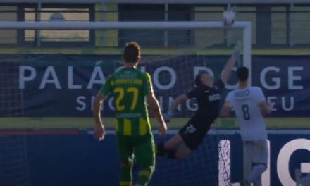 Uma defesa incrível do jovem do Rio Ave, Leo Jardim, para espantar o adversário! (video)