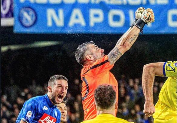 """A arte de bem posicionar e defender. Sorrentino no """"nulo"""" em Napoli! (VIDEO)"""