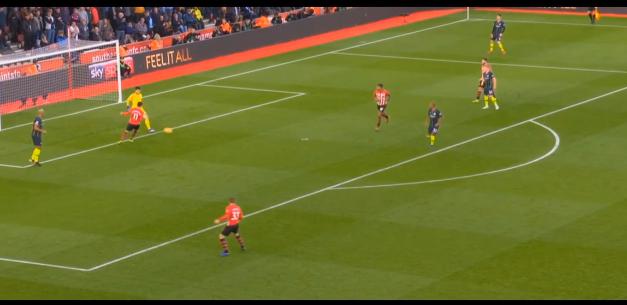 Manchester City: Promover e estimular o jogo com o guarda-redes. Que jogada! (VIDEO)