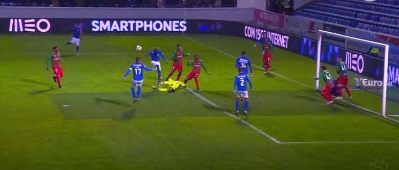 """Evitar um golo da derrota, desta forma, aos 97 minutos… eis o """"voador"""" Amir! (VIDEO)"""