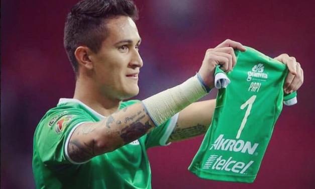 Num difícil momento familiar, Gudiño foi abraçado pela equipa após golo da equipa (VIDEO)