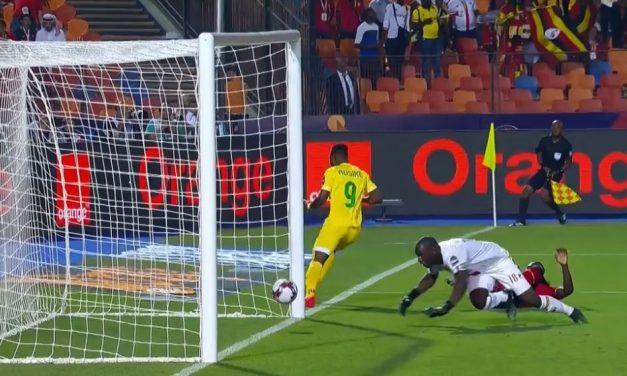 Uma grande defesa e recuperação ou… muita sorte? Ou tudo junto? Onyango num momento caricato na #CAN2019! (VIDEO)