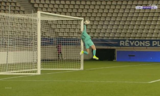 Num 0-0 histórico em Paris para o SC Braga… no seu único remate… Kiedrzynek fazia isto! (VIDEO)