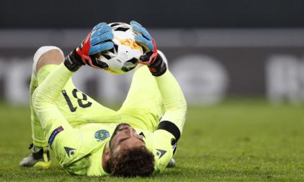 """Um jogo a dizer """"presente"""" de Luís Maximiano, na goleada ao PSV (VIDEO)"""