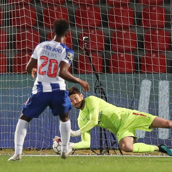 E tudo, Fábio Szymonek, defendeu para anular o FC Porto! (VIDEO)