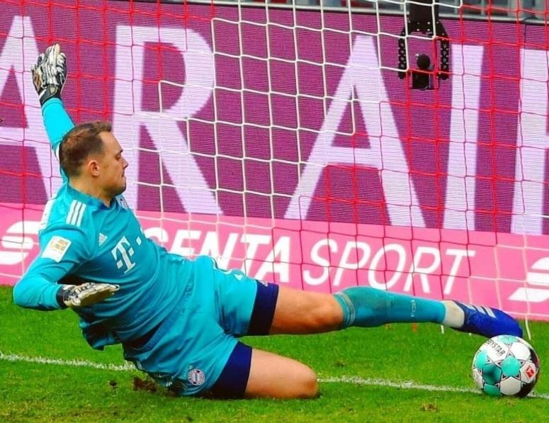 """A incrível recuperação de Manuel Neuer a evitar um golo """"certo"""" em cima da linha de golo! (VIDEO)"""