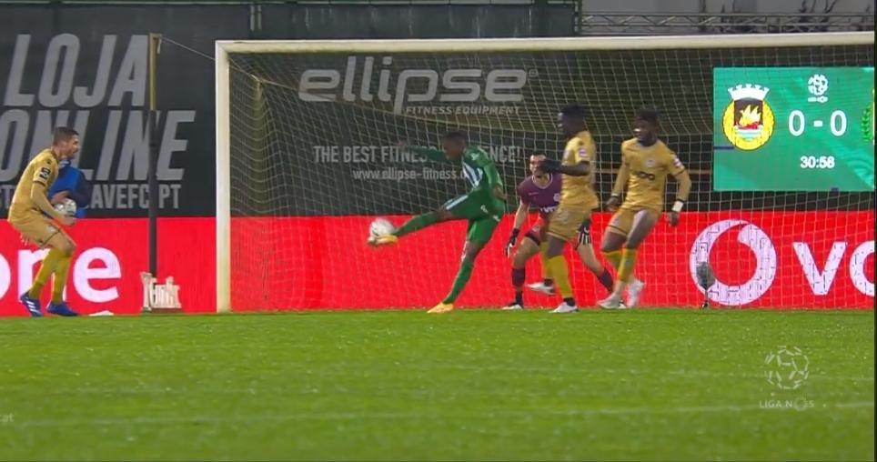 Léo Jardim com uma das defesas da época contra o Rio Ave! (VIDEO)