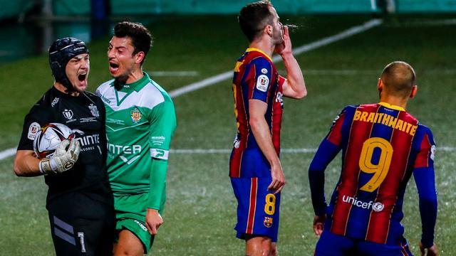 """Juan Ramirez, o """"Petr Cech"""" de Cornella fez uma exibição inacreditável onde defendeu 2 (!) penaltis do Barcelona! (VIDEO)"""