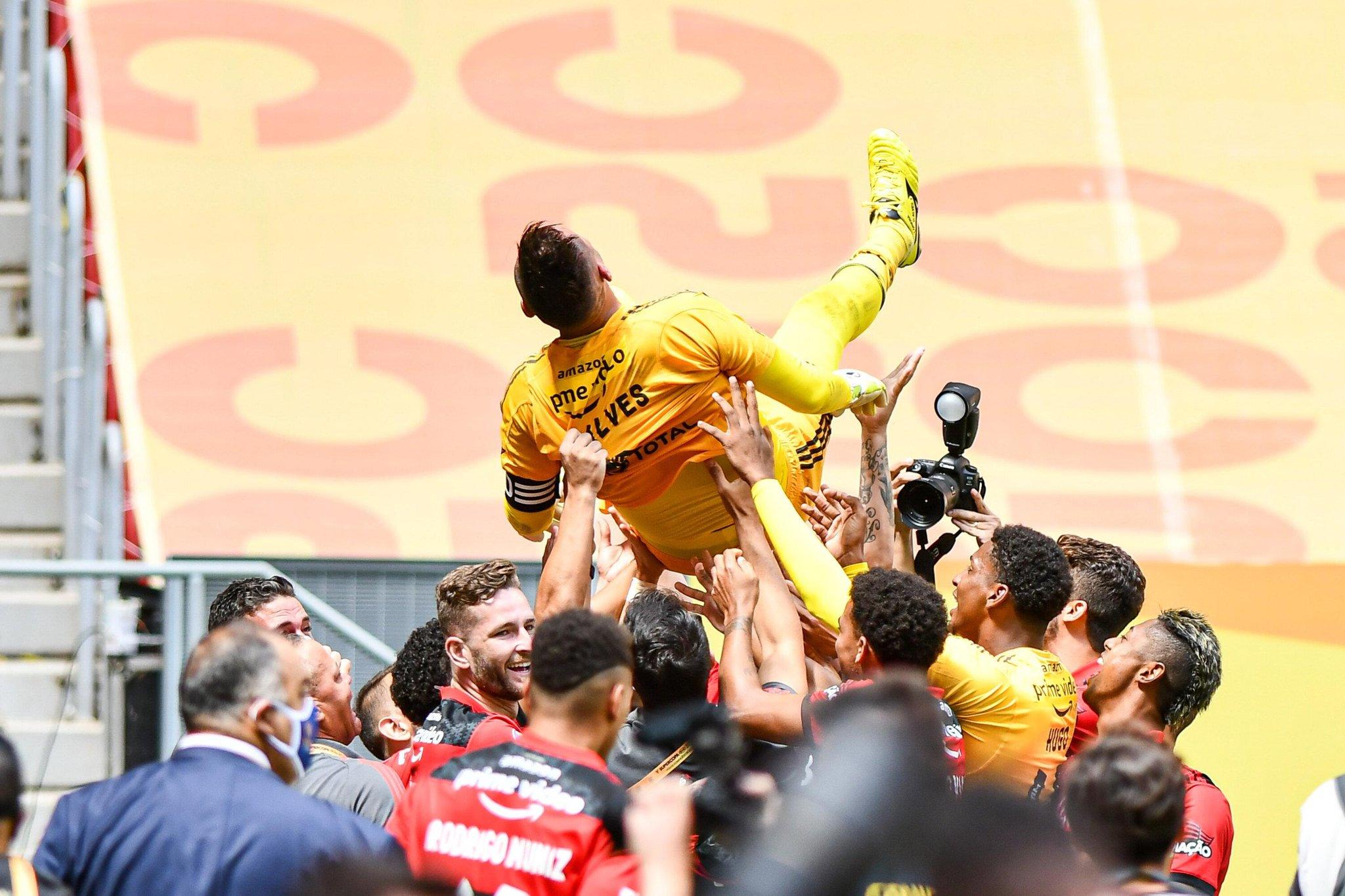 Diego Alves (ultra) decisivo nas grandes penalidades para o Flamengo ganhar a Supertaça Brasil! (VIDEO)